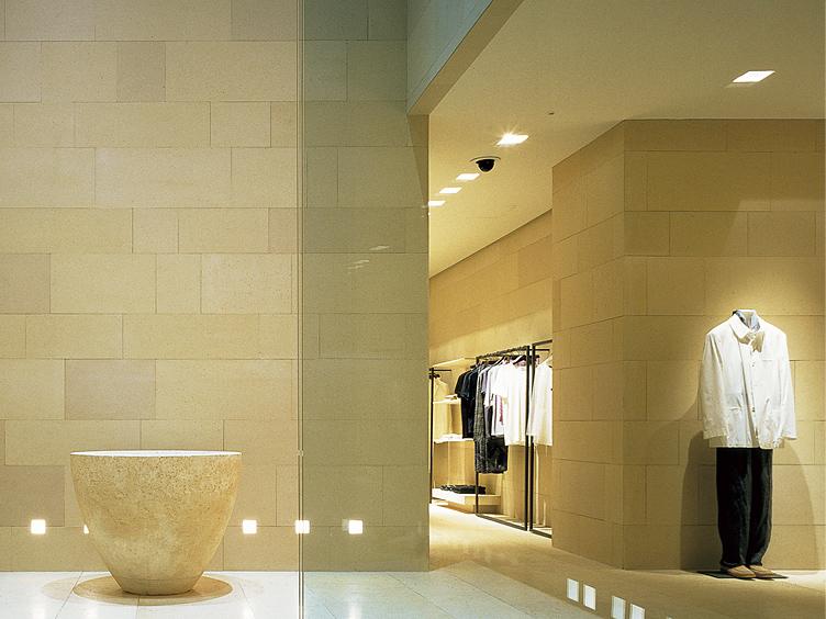 ジョルジオアルマーニ東京店(東京都) 設計:クラウディオ シルベストリン 監理:栗山商空間研究所